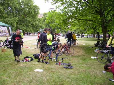 Dr Bike in Hyde Park (Broad Walk)